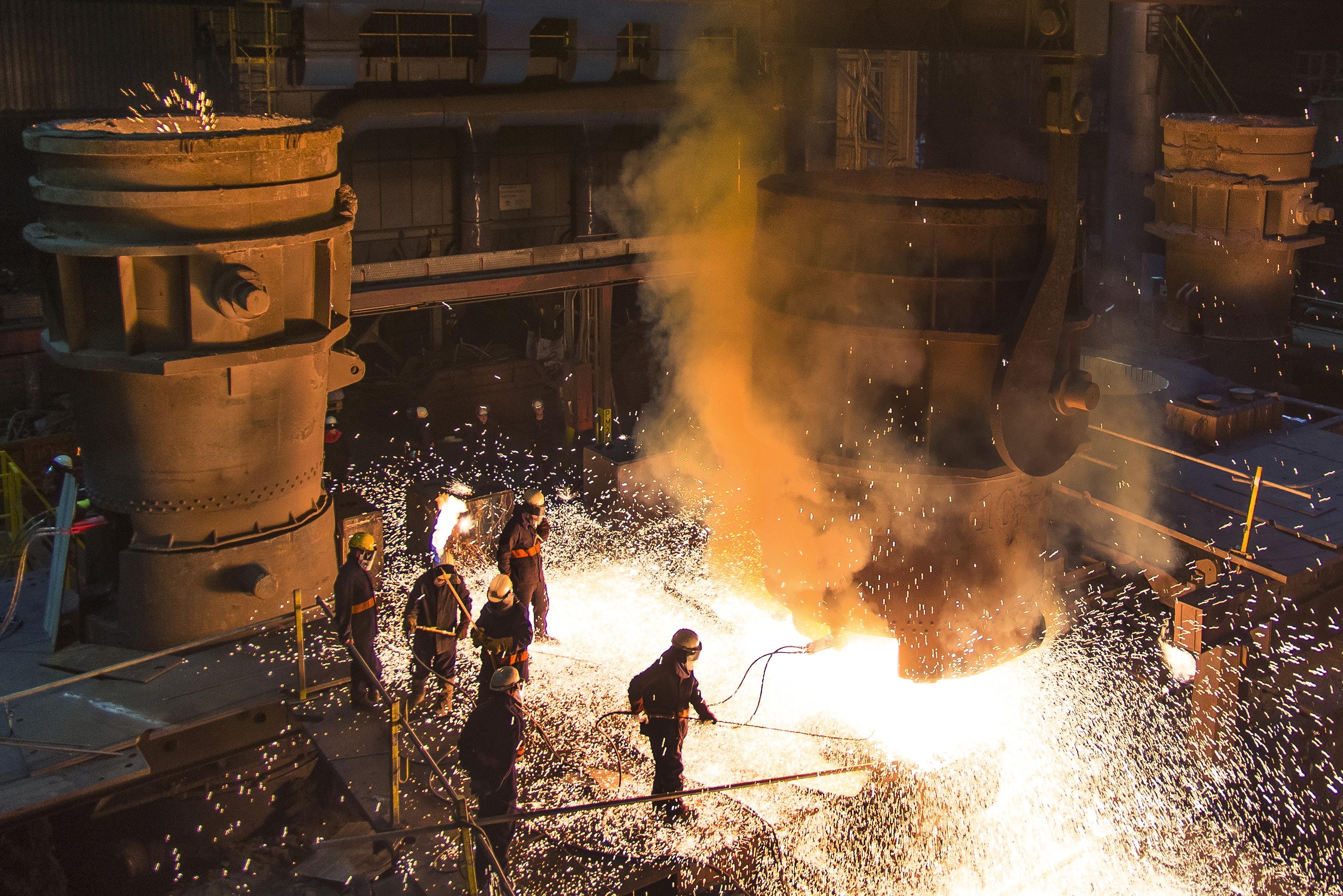 Clearing The Gate, door Mark Tomlinson bij Sheffield Forgemasters International